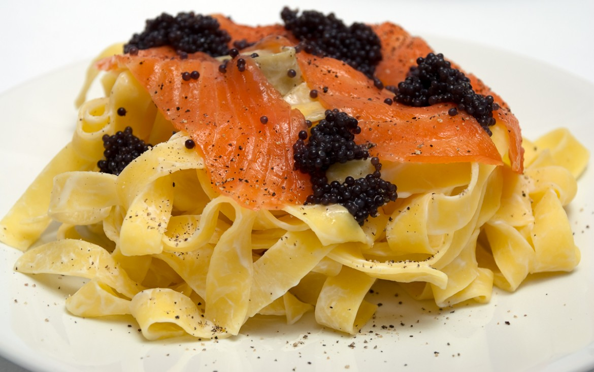 Fettuccine-with-smoked-salmon-and-caviar